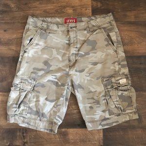 Men's Levi CAMO shorts size 38